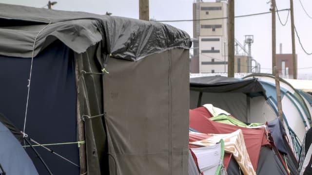 "Des migrants dans la ""jungle"" de Calais le 7 octobre 2016 (photo d'illustration)"