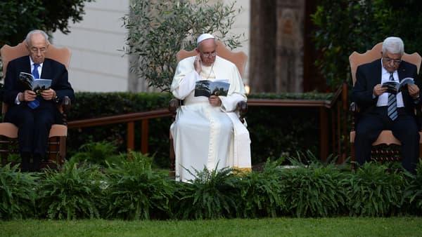 Le pape François pendant une prière commune avec les présidents israélien et palestinien, le 8 juin 2014.