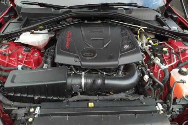 L'Alfa Romeo Giulia Veloce dispose d'un moteur 4 cylindres turbo de 280 chevaux.