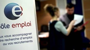 François Hollande n'a que peu de possibilités pour gagner son pari sur la courbe du chômage.
