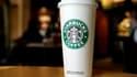 Une habitante de New York a été déboutée mardi de son action judiciaire intentée contre Starbucks, qu'elle tenait pour responsable des graves brûlures dont elle a souffert après avoir renversé un gobelet de thé. /Photo d'archives/REUTERS/Joe Skipper