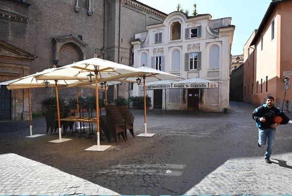 Les ruelles du centre historique de Rome (Italie), le 10 mars 2020.
