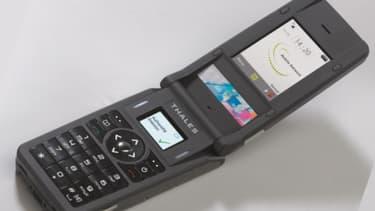 Le téléphone crypté de Thales présente toutes les garantie en matière de discrétion. Moins en matière d'esthétique.