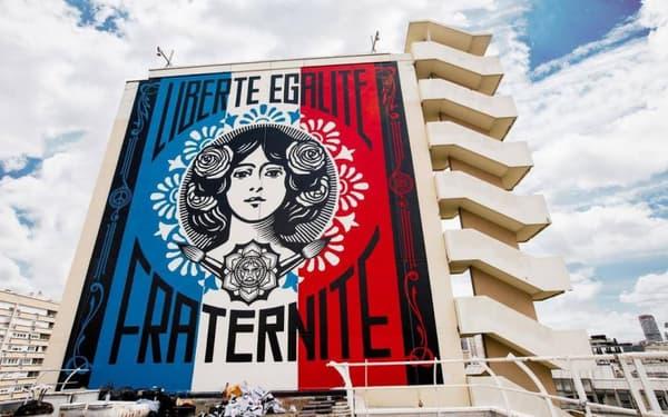 La fresque murale Liberté, Égalité, Fraternité dans le 13ème arrondissement de Paris.