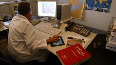 La téléconsultation a été officialisée  et encadrée en France par décret, depuis octobre 2010.
