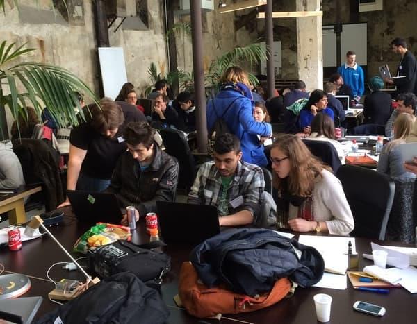 Les équipes participantes au Hackhaton ce week-end dernier à l'école Le Wagon à Paris.