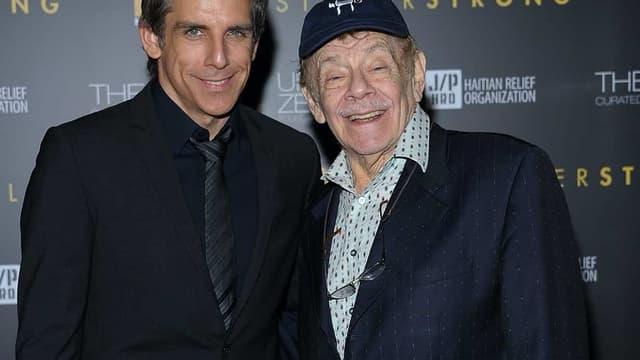 L' acteur Jerry Stiller et son fils Ben, en 2011.