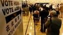 Dans un bureau de vote de Brooklyn, à New York. Les Américains votent ce mardi lors des élections de mi-mandat qui risquent fort de signer la perte d'une, voire des deux chambres du Congrès par les démocrates et la remise en cause du calendrier législatif