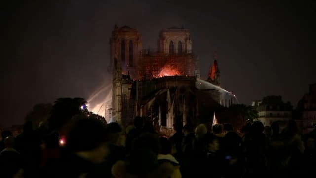 L'incendie a mobilisé 400 pompiers pendant 9 heures.
