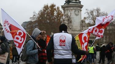 Les manifestants CGT rassemblés place de la République samedi 1er décembre