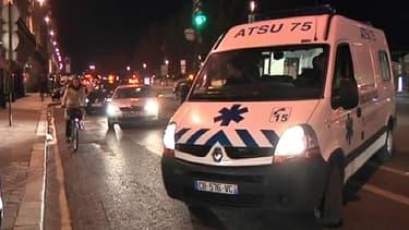 L'ambulance qui a transporté Jacques Chirac, lundi soir, à la sortie du domicile de l'ancien président.
