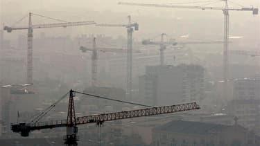 La ministre du Logement Cécile Duflot estime que l'objectif de 500.000 logements neufs construits par an en France d'ici 2017 sera difficile à tenir en raison de la crise mais doit être maintenu. /Photo d'archives/REUTERS/Jean-Paul Pélissier
