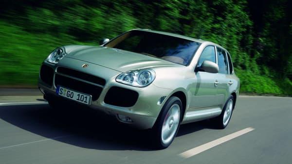 La première génération du SUV Porsche Cayenne, sortie en 2002.