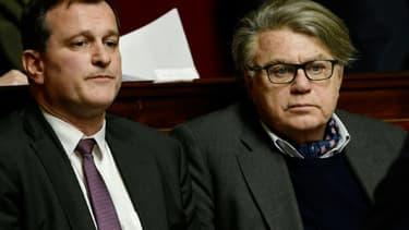 Le député apparenté FN Gilbert Collard (D) et le député FN Louis Aliot, à l'Assemblée nationale, le 23 janvier 2018