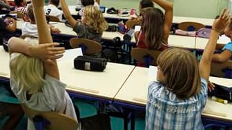 Dans un entretien à paraître mardi dans La Croix, le secrétaire général de l'enseignement catholique Eric de Labarre estime que la politique de l'emploi en matière d'enseignement en France conduit à une impasse. /Photo d'archives/REUTERS/Jean-Paul Pélissi