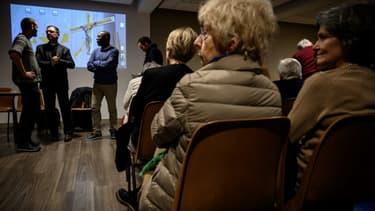 Des paroissiens à Sainte-Foy-lès-Lyon lors d'une réunion sur la prévention des abus sexuels, le 9 janvier 2020.