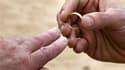 Associations de défense des droits des homosexuels et opposition de gauche déplorent la décision du Conseil constitutionnel sur le mariage homosexuel et misent sur une alternance politique en 2012 pour le légaliser. /Photo d'archives/REUTERS/Brian Snyder