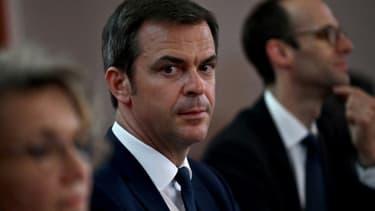 Le ministre de la Santé Olivier Véran lors d'une visite au CHU de Dijon le 29 mai 2020