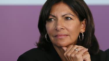 """La maire de Paris Anne Hidalgo (PS) a affirmé mardi sur France Inter être dans un """"état de rage"""" face à la politique nationale et particulièrement face à la question de la déchéance de nationalité, qui la """"fait vraiment sortir de (ses) gonds"""" - Mardi 5 janvier 2016"""