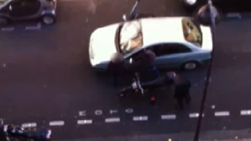 Un retraité de 65 ans a porté plainte après avoir reçu début février plusieurs coups d'un policier en civil lors d'un contrôle routier à Paris qui a dégénéré.