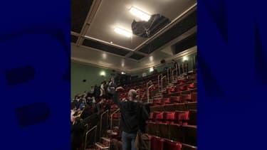 Le plafond de la salle de représentation londonienne effondré.