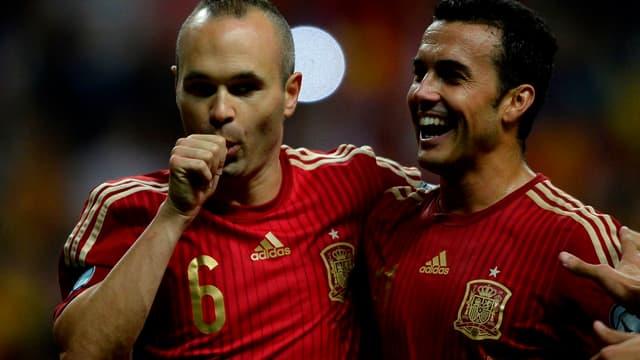 Andres Iniesta (à gauche), le métronome du milieu espagnol
