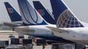UAL Corp, maison mère d'United Airlines, va racheter Continental Airlines pour 3,17 milliards de dollars (2,4 milliards d'euros), une opération qui va donner naissance à la première compagnie aérienne mondiale. /Photo prise le 3 mai 2010/REUTERS/John Gres