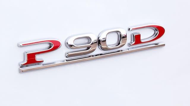 """Le mode """"Ludicrous"""", qui permet des performances extrêmes pour la Tesla Model S P90D, est maintenant rétroactivement accessible."""