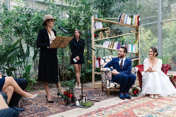 Inspirées des mariages américains, les cérémonies laïques ont de plus en plus de succès en France.