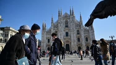 Devant la cathédrale de Milan, le 17 octobre 2020, dans la région la plus touchée d'Italie par la deuxième vague de coronavirus