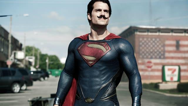 L'acteur Henry Cavill dans le rôle de Superman