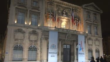 Paris 2024 : Marseille célèbre le logo