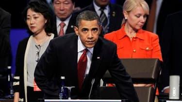Barack Obama a lancé mardi, au dernier jour du sommet de Washington sur la sécurité nucléaire, un appel à un effort concerté pour éviter que l'arme atomique ne se retrouve entre les mains d'organisations terroristes. /Photo prise le 13 avril 2010/REUTERS/