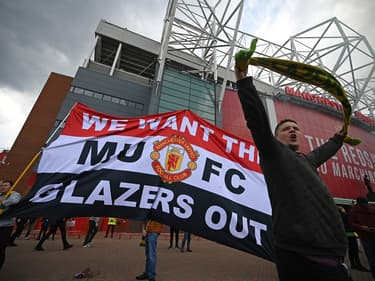 Les supporters de Manchester United manifestent devant Old Trafford