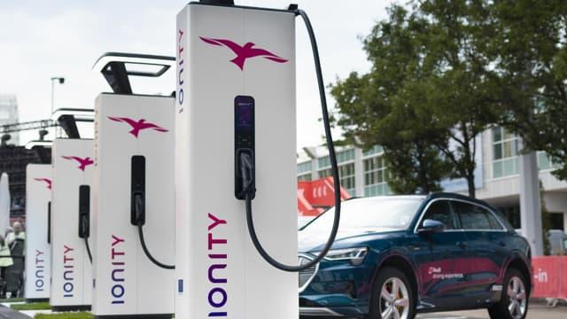 Les bornes de recharge rapide de Ionity passe d'un forfait de 8 euros à une tarification au kWh.