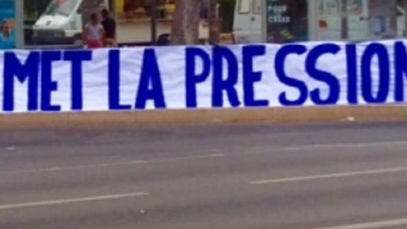 La banderole des Ultras de La Vieille Garde