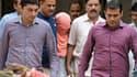 L'adolescent condamné, escorté par la police à la sortie du tribunal, ce 31 août, à New Delhi.