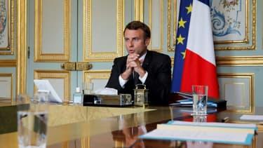 Emmanuel Macron s'entretient par visioconférence avec la chancelière Angela Merkel, le Premier ministre du Kosovo Avdullah Hoti et le président de la Serbie Aleksandar Vucic, à l'Elysée le 10 juillet 2020