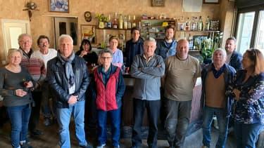 Des Français rencontrés dans un café de Darazac, en Corrèze.