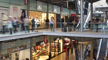 Rénovée en 2012, la gare Saint-Lazare à Paris et ses 80 boutiques n'a rien à envier aux centres commerciaux.