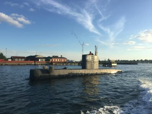 Une femme dans le sous-marin privé UC3 Nautilus le 10 août 2017 dans la baie de Copenhague