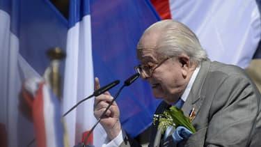 Jean-Marie Le Pen a joué les insoumis dimanche.