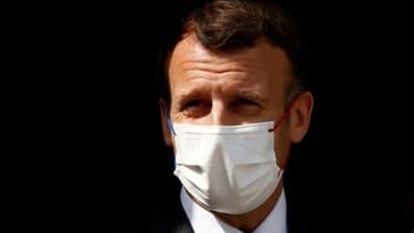 Le président français Emmanuel Macron lors d'une visite dans un hôpital à Reims, le 14 avril 2021