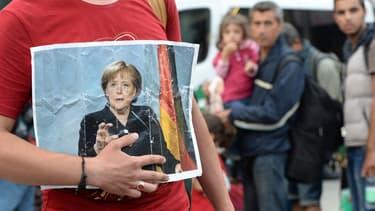 Après avoir ouvert la porte de son pays à plus de 1 million de réfugiés venus en grande partie de Syrie, Angela Merkel a trouvé un accord avec la CSU et le SPD pour réduire le flux des nouveaux arrivants.