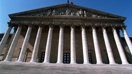 Le Parlement français a définitivement adopté le projet de loi réformant les collectivités territoriales, qui prévoit notamment la création de conseillers territoriaux. Après le Sénat la semaine dernière, l'Assemblée nationale a en effet entériné ce texte
