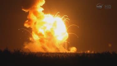 Lancée de la base de Wallops, en Virginie, la fusée Antares a explosé quelques instants après son décollage.