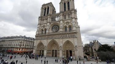 Le suicide de Dominique Venner, idéologue d'extrême droite opposé au mariage pour tous, mardi devant l'autel de la cathédrale Notre-Dame de Paris alimente la polémique quelques jours avant le baroud d'honneur des adversaires à la loi ouvrant l'union et l'