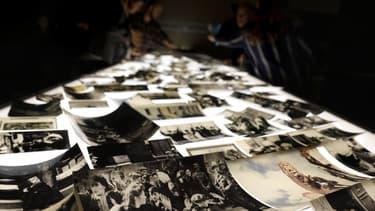 Une exposition rend hommage aux six millions de juifs assassinés par les Nazis, le 10 janvier 2018 au mémorial Yad Vashem de Jérusalem.