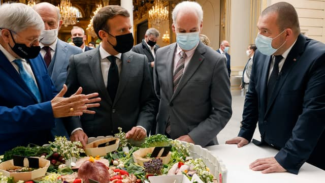 Emmanuel Macron a reçu des représentants de la filière agro-alimentaire pour la fête du muguet, le 1er mai à l'Élysée