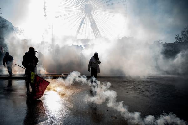 Manifestation contre la réforme des retraites à Lyon: premiers incidents en marge du cortège